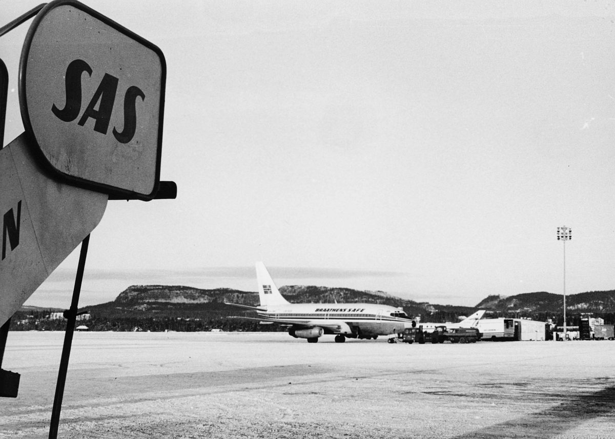 transport, fly, Oslo Lufthavn, på bakken