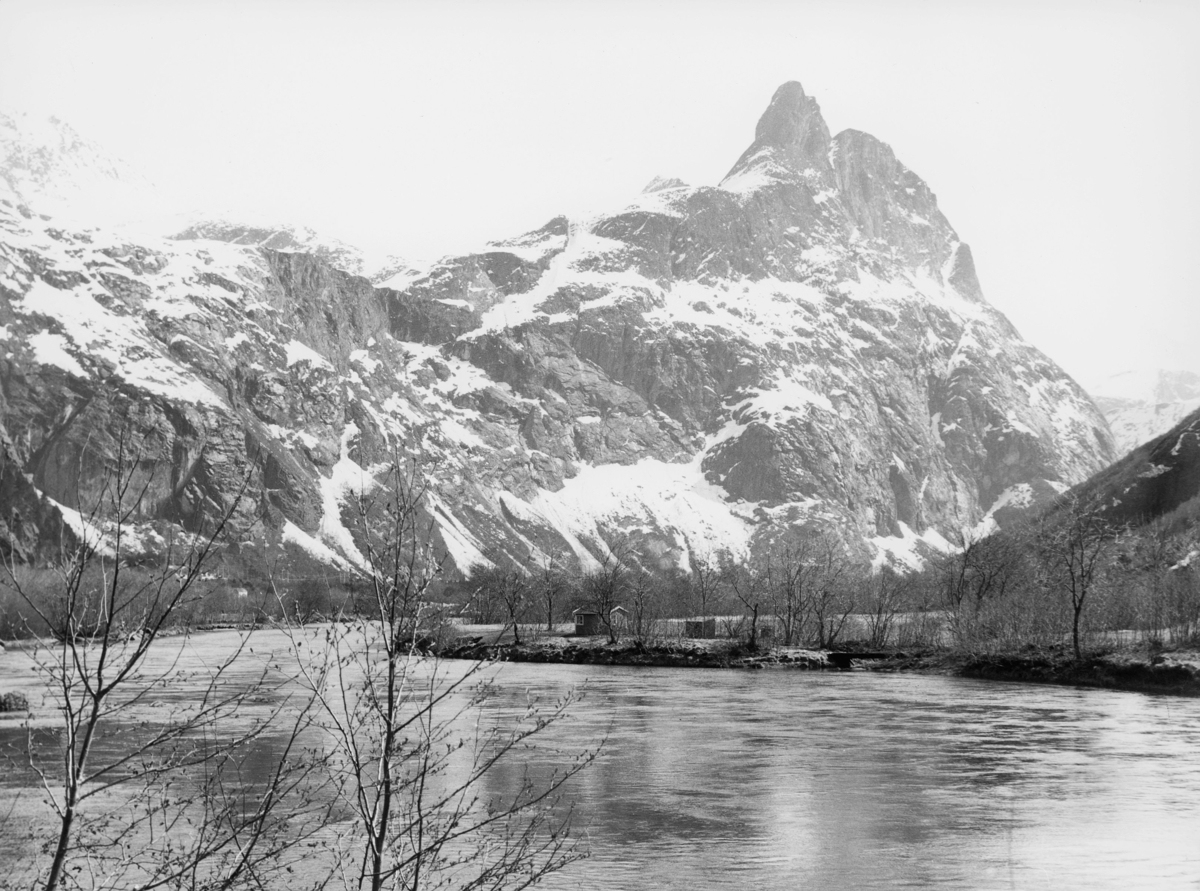 norgesbilder, vann, fjell, bygninger
