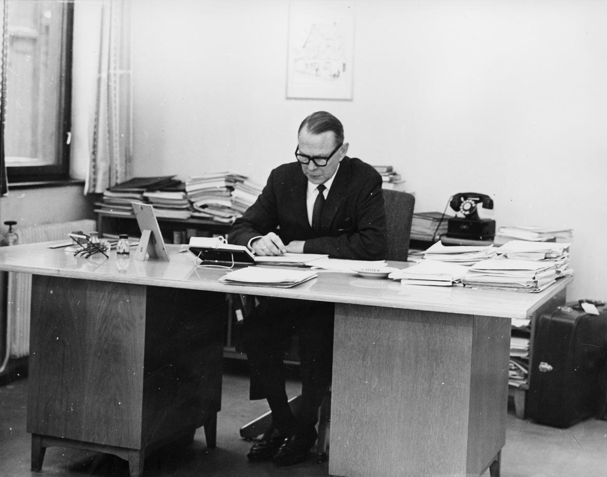 diverse, administrasjonskontoret, Tollbugata 17, Oslo, 4. etasje, byråsjef Einar Døving