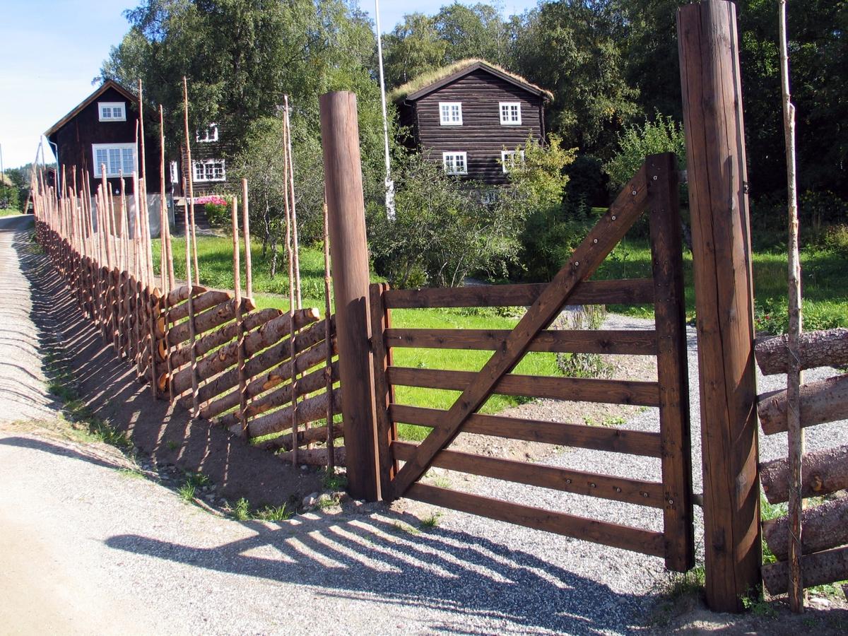 DOK:2006, Bjerkebæk, hus, gjerde, grind,