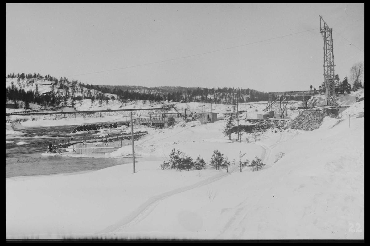 Arendal Fossekompani i begynnelsen av 1900-tallet CD merket 0468, Bilde: 19 Sted: Flaten Beskrivelse: Anleggsområde med taunane og noen buer