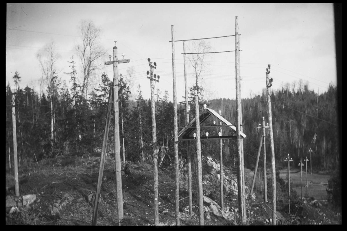 Arendal Fossekompani i begynnelsen av 1900-tallet CD merket 0565, Bilde: 90 Sted: Bøylefoss høyspentlinjer Beskrivelse: Risørkrysset?? ved Herselvannet