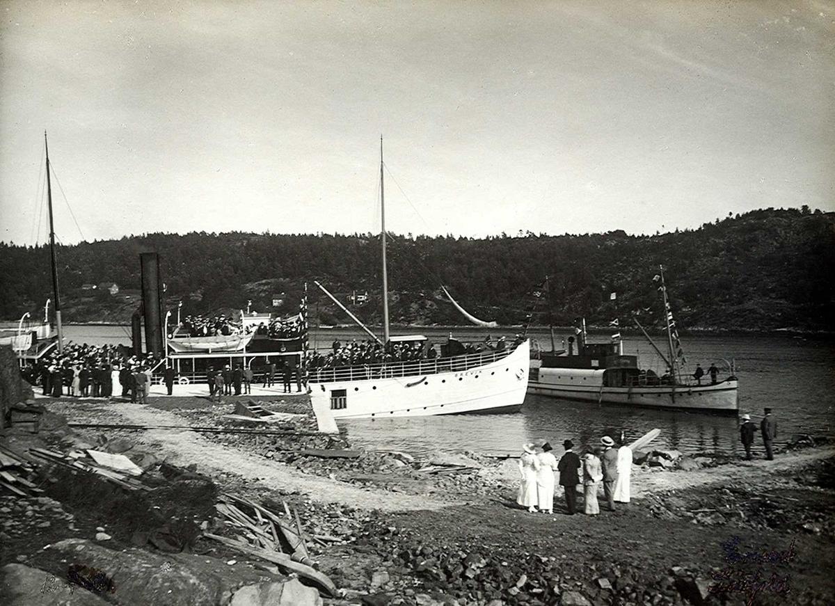 """Nitridens kai. Dampskipet """"Eydehavn"""" ved kai. Skipet fikk forøvrig dette navnet før selve stedet ble navngitt. D/S """"Brevik"""" ligger utenfor."""