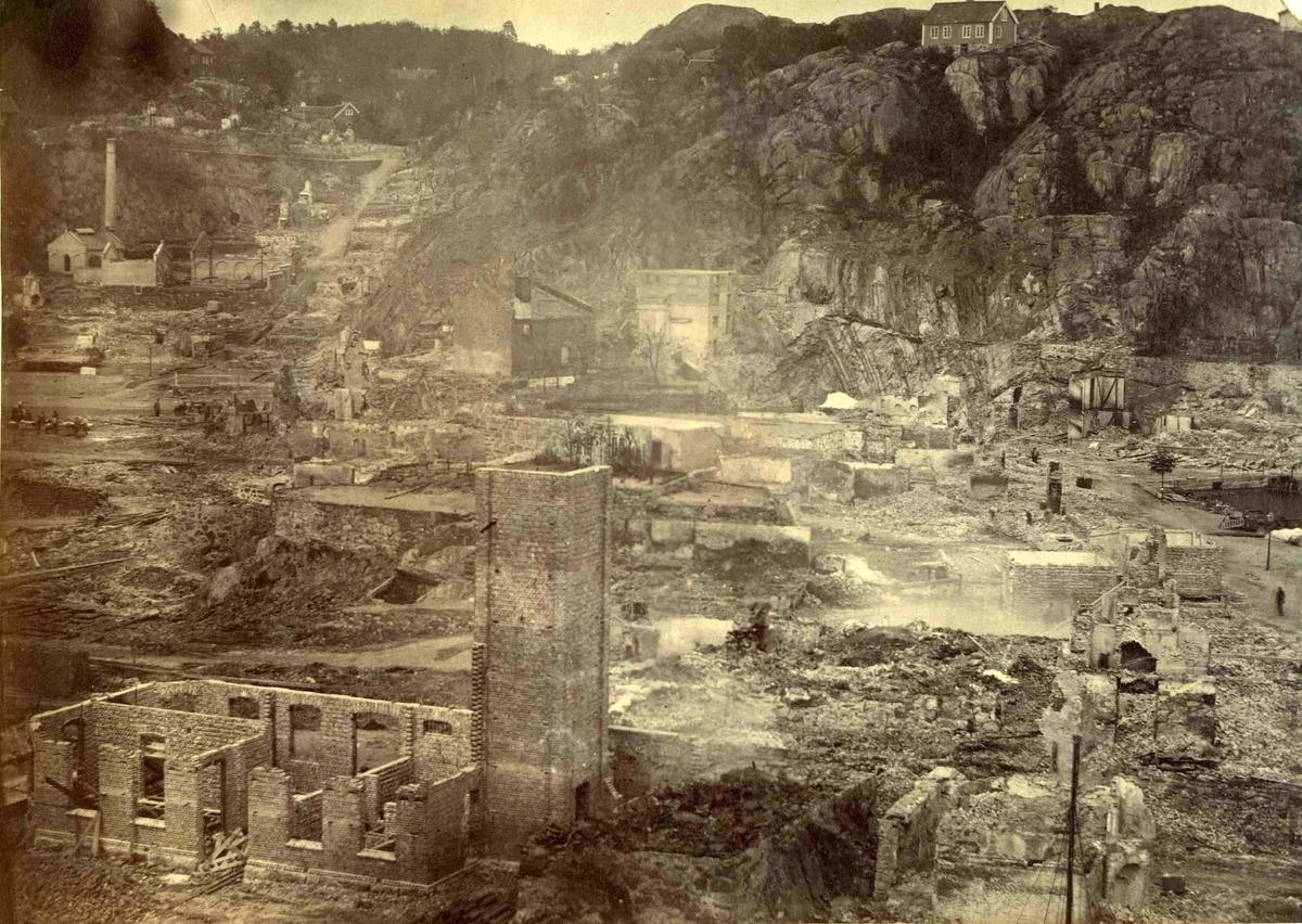 Fra John Ditlef Fürst album. Branntomtene etter brannen 1868. Fotograf H.P. Nielsen.  AAks 44- 4 - 7 Bilde nr 70 a - del av triptych.