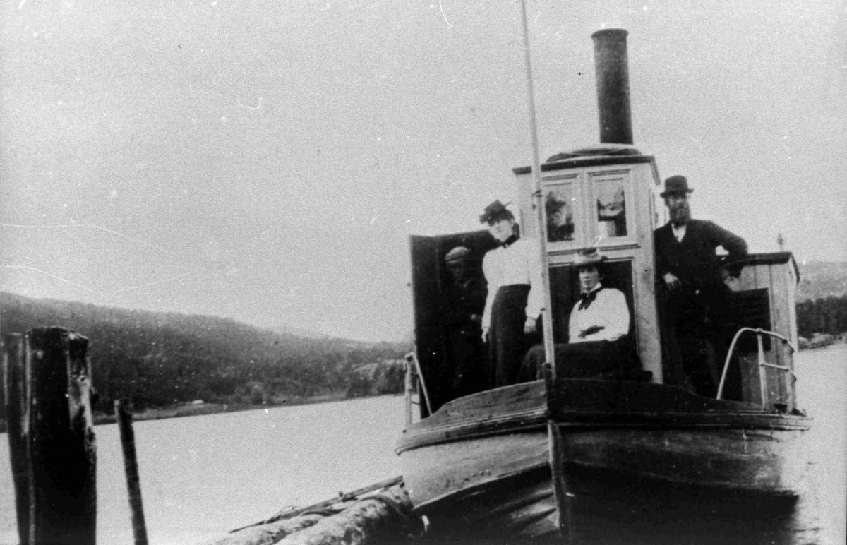 """Bilder fra Birkenes kommune Dampbåten """"Herefossfjorden"""" i 1898"""