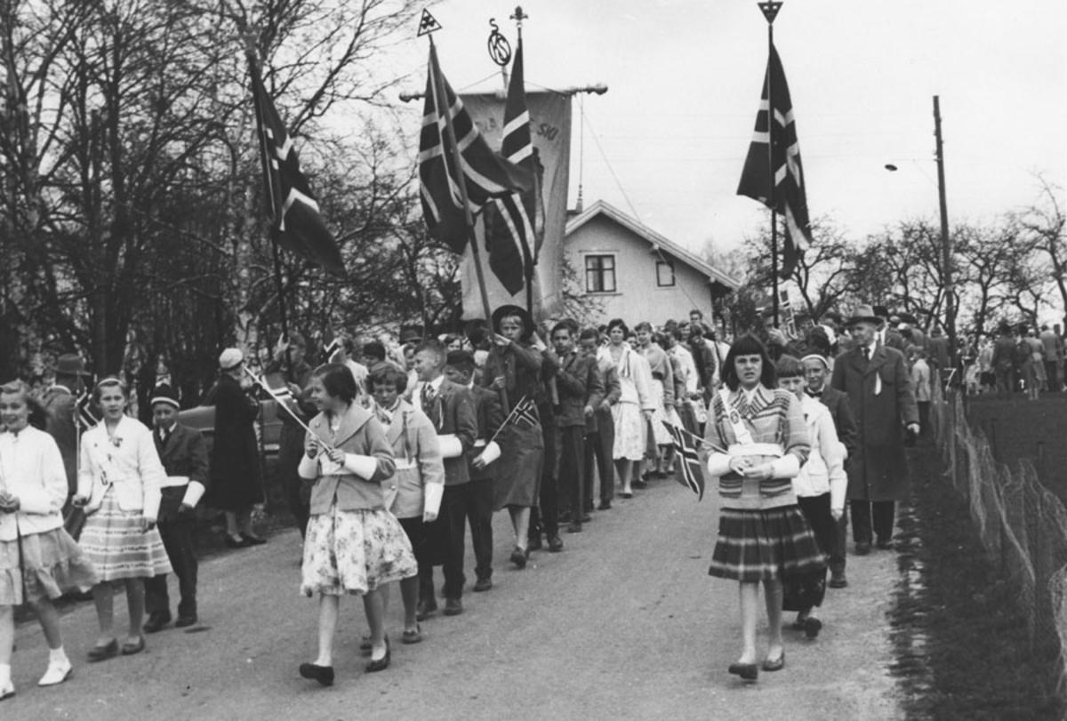 17. mai tog ved Skolevn. i Ski. Ca. år 1959.
