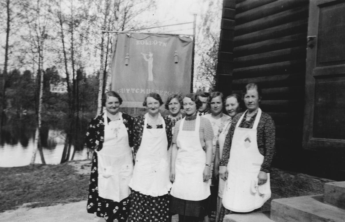 Mødre som serverte musikantene etter toget på Skogsland.