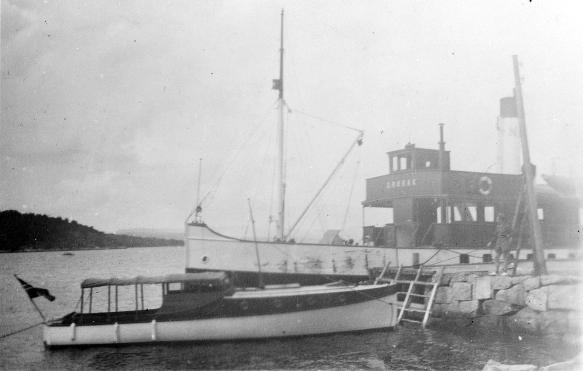 Båter ved Sandstangen brygge.