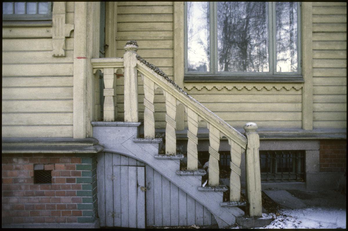 Villa Madeiras, Drammensv. 310 /sveitserstil fra 1859. Revet aug. 1991, detalj trapp