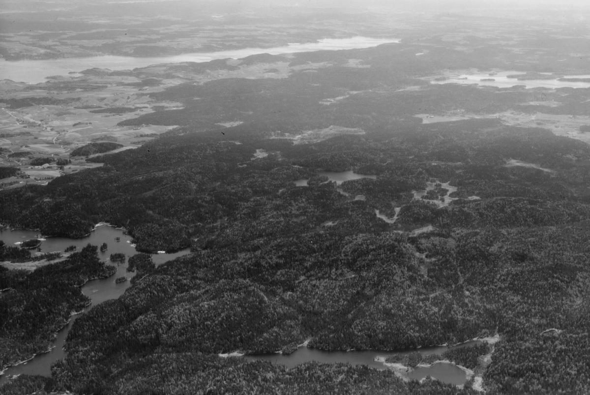 ENEBAKK SØNDRE DEL AV ØSTMARKA SETT MED ØYEREN I BAKGRUNNEN LANDSKAP