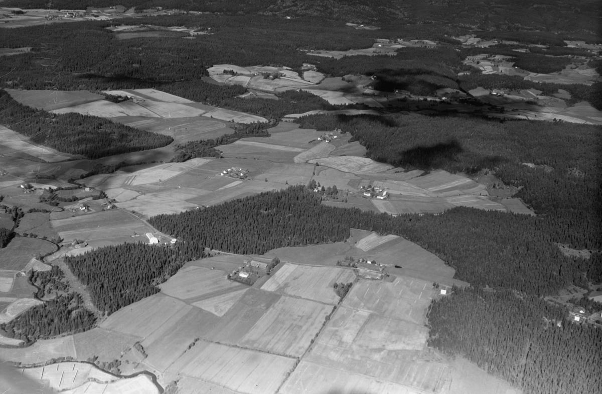 AURSKOG  Fra Halvorsrud mot Berger s. og n. Bakelittfabrikken til venstre Lokshaug Hareton i bakgrunnen LANDSKAP