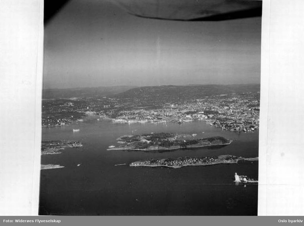 Bleikøya, Hovedøya, Oslofjorden, Bleikøysundet, spissen av Sjursøya, Lindøya, utsikt mot Oslo (Flyfoto)