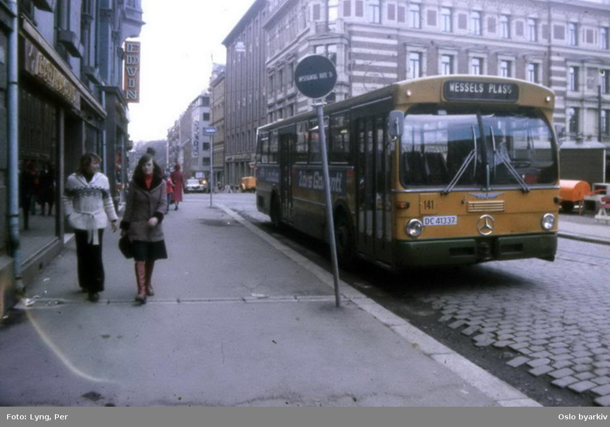 Busser, Ing. M.O. Schøyens Bilcentraler (SBC) nr. 141, linje til Wessels plass. Her i Akersgata ovenfor Wessels plass.