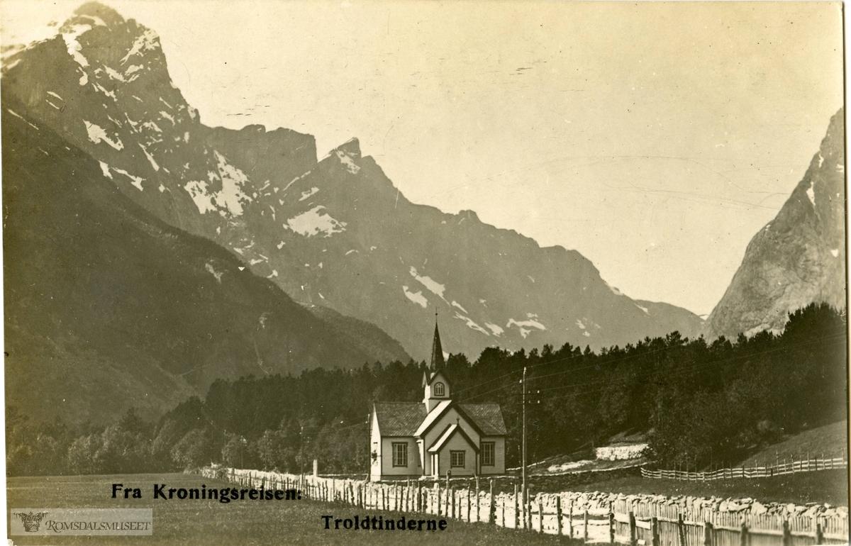 """Fra Kroningsreisen med Trolltindene..""""Kors kirke"""".W:""""Kirken ble bygd i 1797, på Flatmark og senere flyttet til Monge i 1902. Den er kirke i Medalen sogn, i Grytten prestegjeld..Kirken har et ytre omriss som en korskirke og er bygd i laftet tømmer. Den ligger idylisk til mellom stupbratte fjell i Romsdalen..Den tidligste kirken i Romsdalen ble bygd allerede så tidlig som i 1498, på garden Foss, og ble i 1670 flyttet til Flatmark. Denne kirken stod frem til 1797, da en ny korskirke ble bygget på Flatmark. Dette var kirkestedet helt fram til kirken i 1902 ble flyttet til det stedet den står idag, på Monge..Grunnen til at kirken ble flyttet fra Flatmark var at en Kongelig resolusjon av 23. mars 1901 delte Kors sogn i to, til Medalen og Øverdalen. Øverdalen er øverst i dalen (Romsdalen), mens medalen, er midt i dalen."""""""