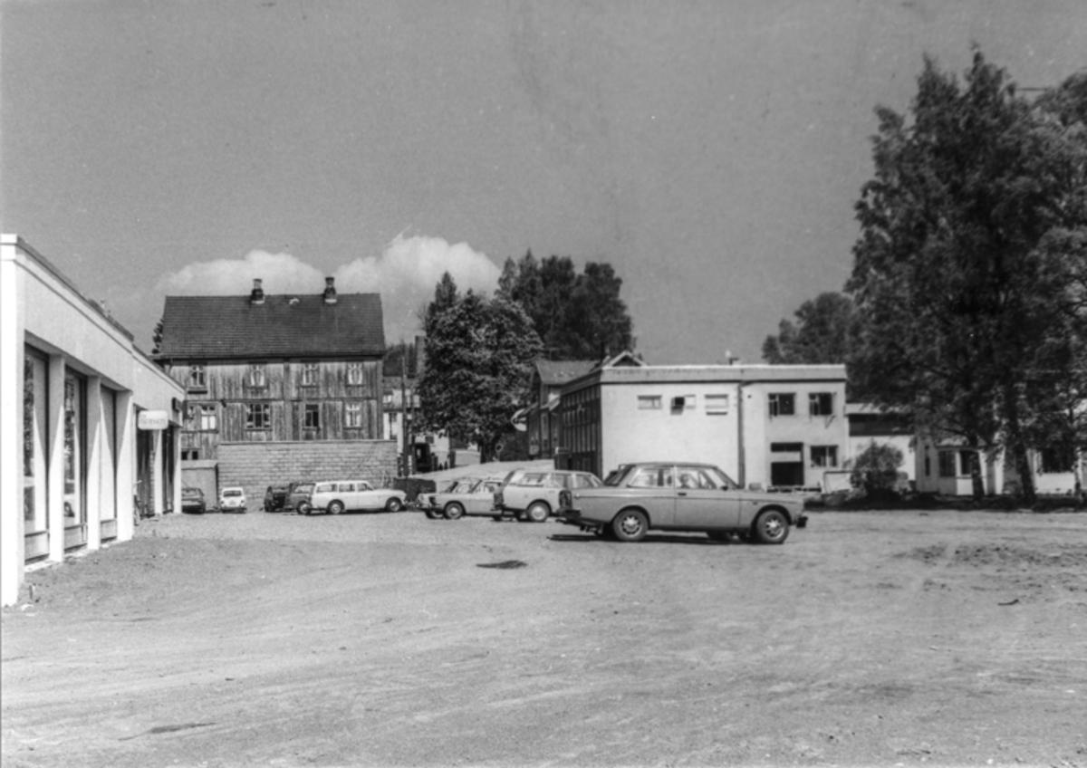 Sundet. Den første Volvo 142 ble produsert i 1966, så da kan en vel anta at bildet er en gang etter det.