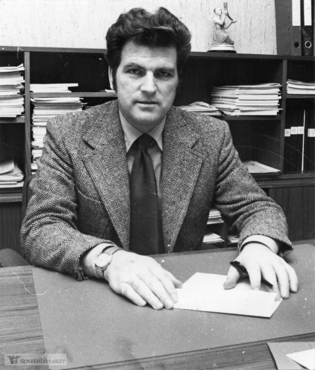 Fylkesordfører og Stortingsrepresentant Kjell Furnes f.21. 06.1936 i Giske, Møre og Romsdal) er en norsk politiker (KrF). Han ble innvalgt på Stortinget fra Møre og Romsdal i 1985. Han var vararepresentant i perioden 1981–1985, og møtte fast etter at regjeringen Willoch ble utvidet i juni 1983. Han har også vært ordfører og fylkesordfører..Furnes er utdannet bygningsingeniør. Han var varaordfører i Giske i perioden 1970–1971, ordfører 1972–1975. Han var fylkesordfører i Møre og Romsdal i periodene 1976–1979 og 1979–1983.