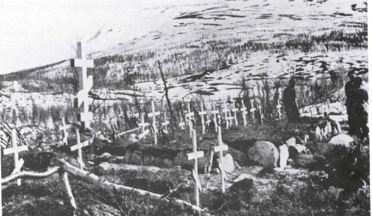 Minnesmerke satt opp av fangene for å minnes sine døde kamerater. Minnesmerket ble sprengt.