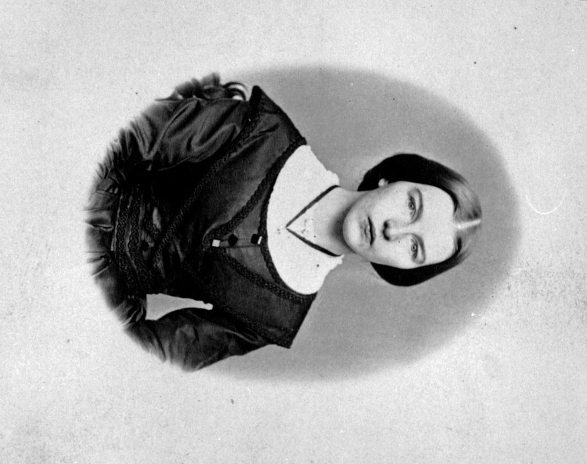 Portrett, Karen Bjørge (Hansdatter Dæhlie) 1845-1876, Furnes.