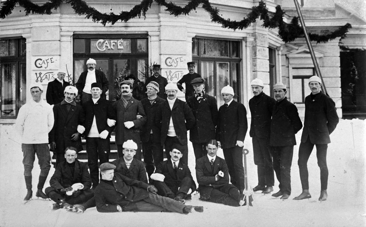 Skøyteløper Oscar Wilhelm Mathisen (født 4. oktober 1888, død 10. april 1954) Deltagere ved verdensmesterskapet i Davos 1908.