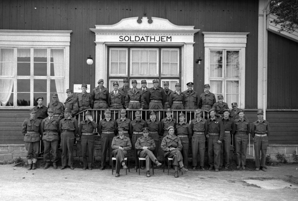 Soldater foran Soldathjem