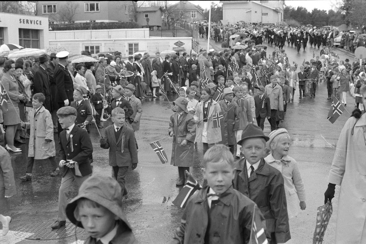 17. mai feiring i Brumunddal 1969, barnetoget, elever ved Mørkved