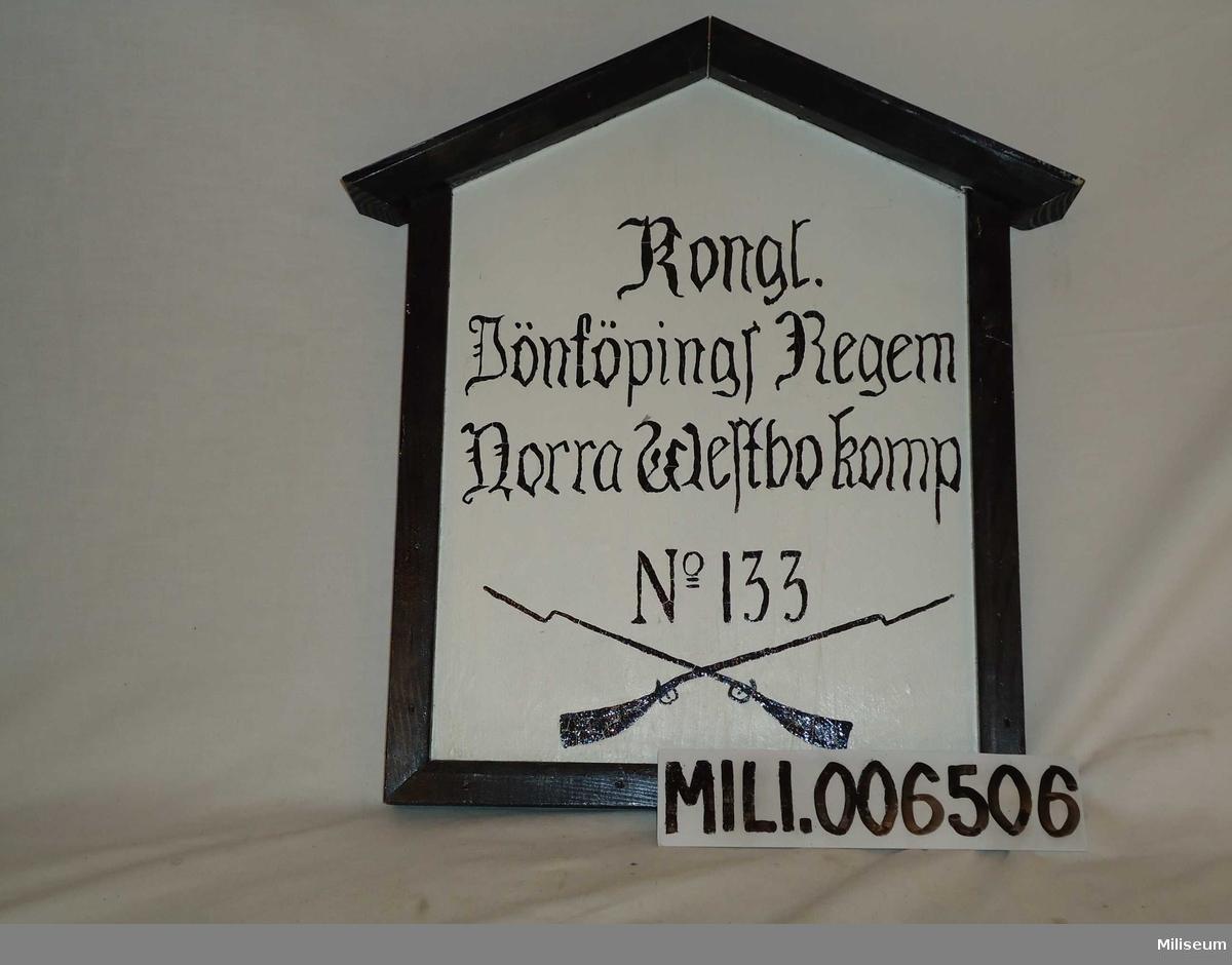 Soldattorpsskylt, 1800-tal. Kungl Jönköpings Regemente, Norra Westbo kompani (6.), rote nr 133 Brenna (Villstad socken). Replik från 1987.