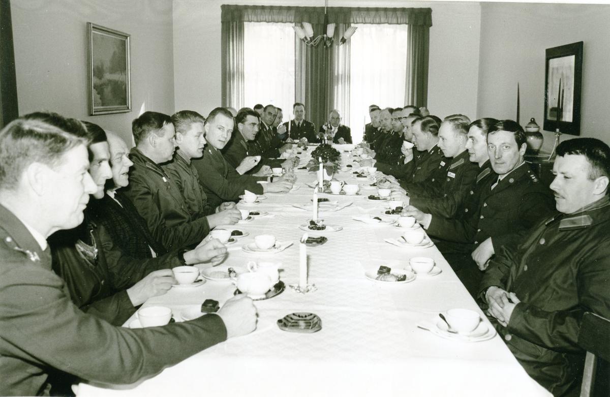 Underofficerskåren, avskedskaffe för styckjunkare Arndt Betmark. A6.