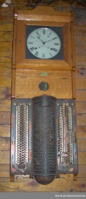 """Mønstringsur """"Simplex Time Recorder"""" - kontrollur fra NSB Verkstedet Hamar"""