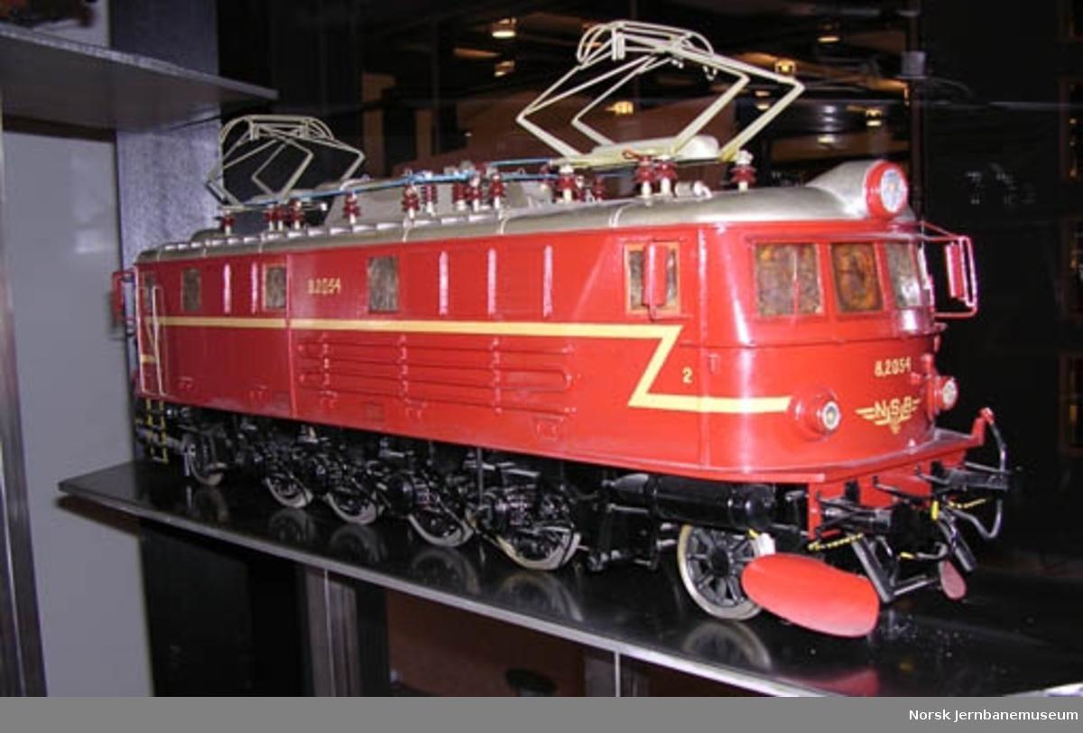 Modell av elektrisk lokomotiv NSB type El 8 nr. 2054 : modell