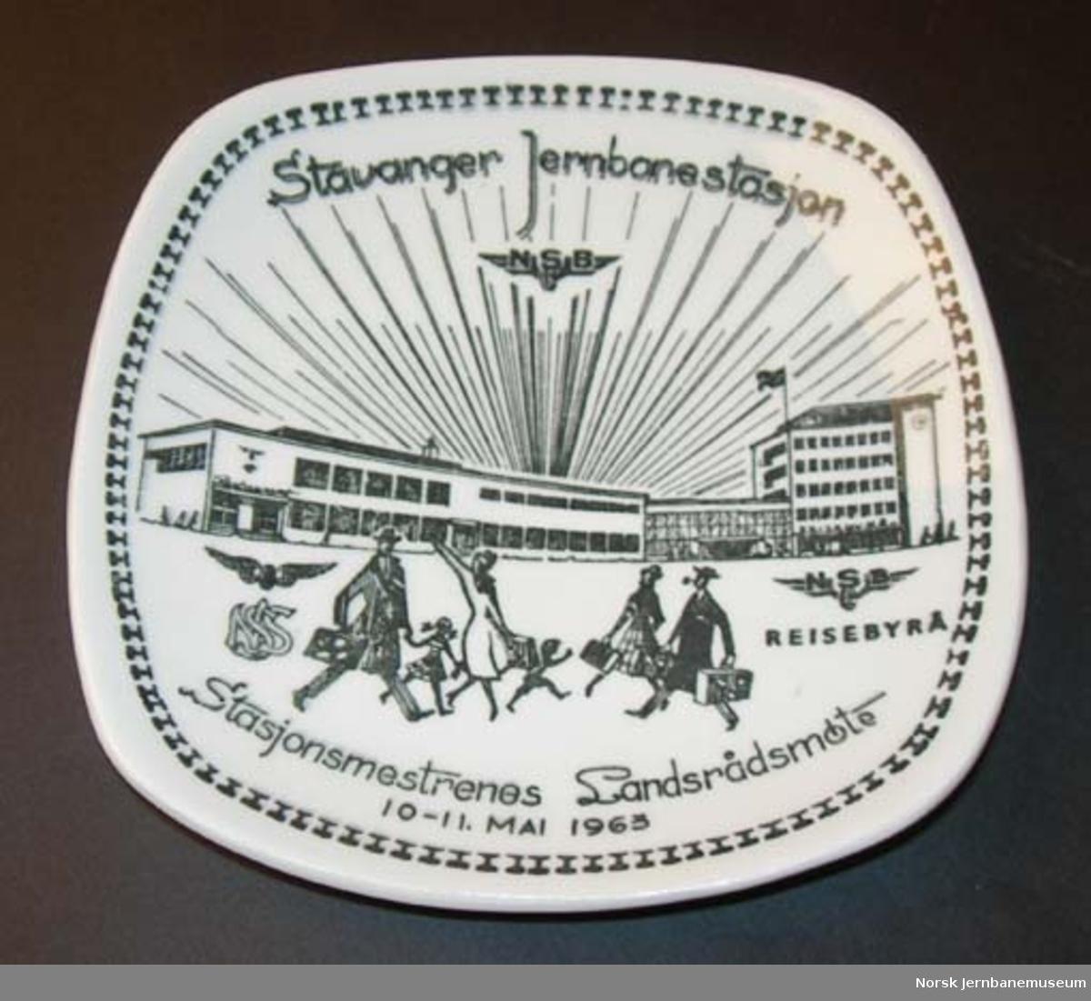 Askebeger med Stavanger stasjon som motiv : Stasjonsmestrenes Landsrådmøte 1963