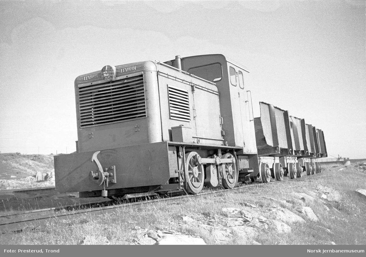 Statens Havnevesens jernbane i Berlevåg, Levahn-lokomotiv med vogner
