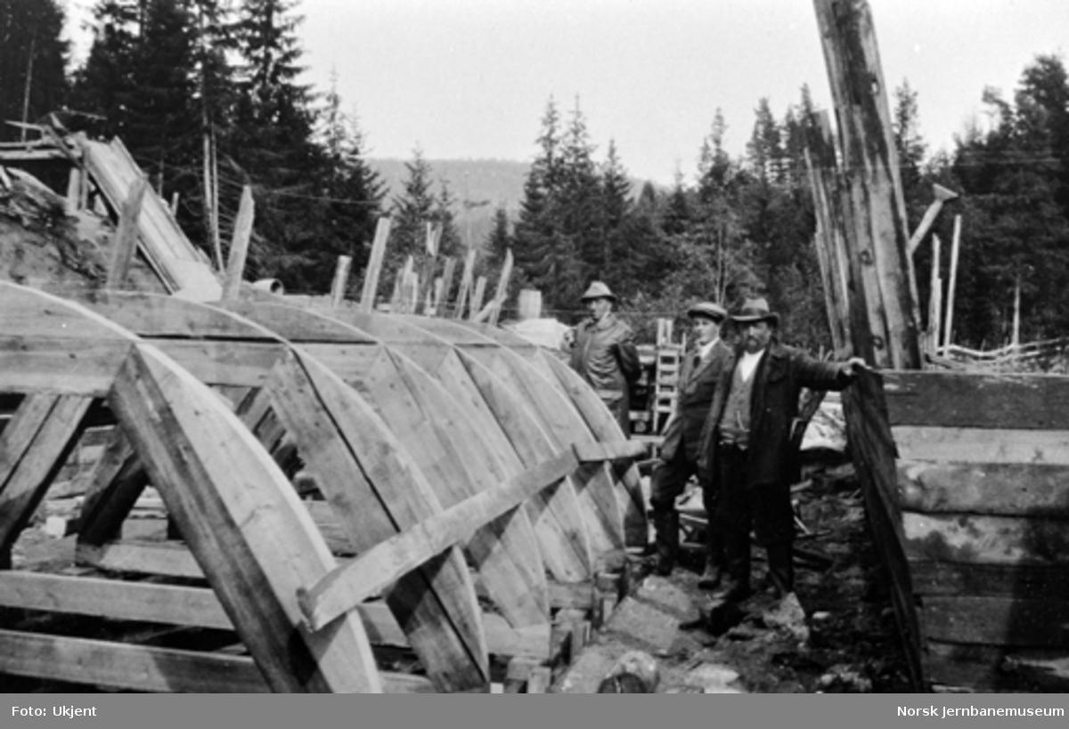 Sjablonger for støping av hvelvet i hvelvbru over Hvalsevjen ved pæl 908+7