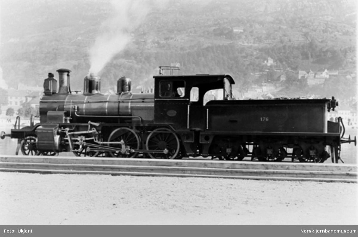 Leveransefoto av Vossebanens damplokomotiv type 21a nr. 176