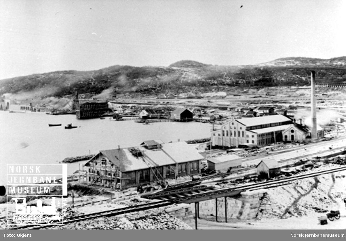 LKABs anlegg i Narvik sett fra NSBs administrasjonsbygning