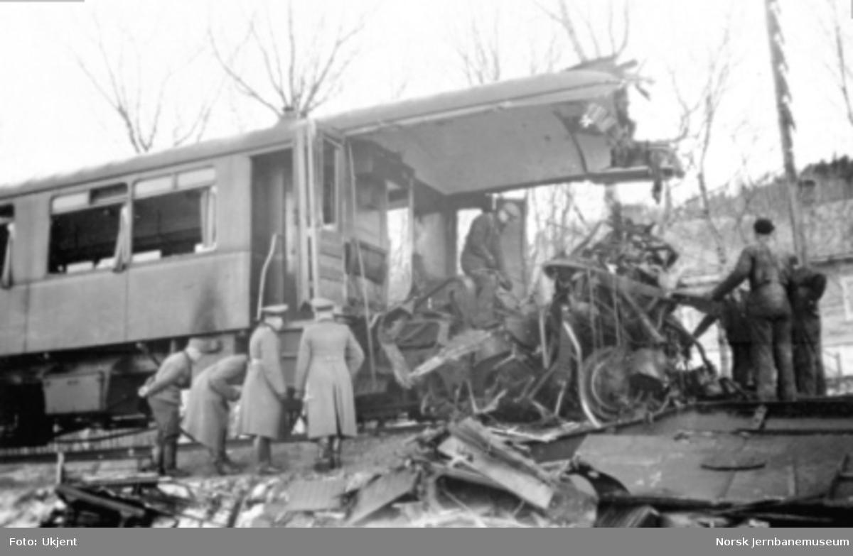 Jernbaneulykken ved Hommelvik : personvogn litra CFo3a nr. 67 etter kollisjonen