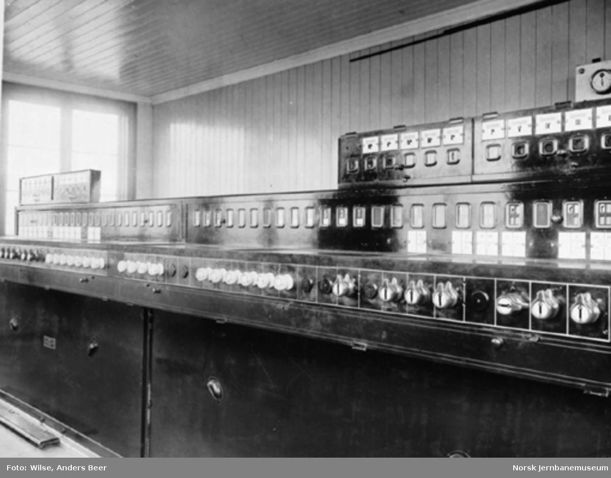 Stillverksapparat på Roa stasjon; sett forfra