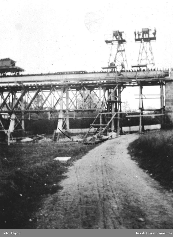 Hølen viadukt; ombygging pågår