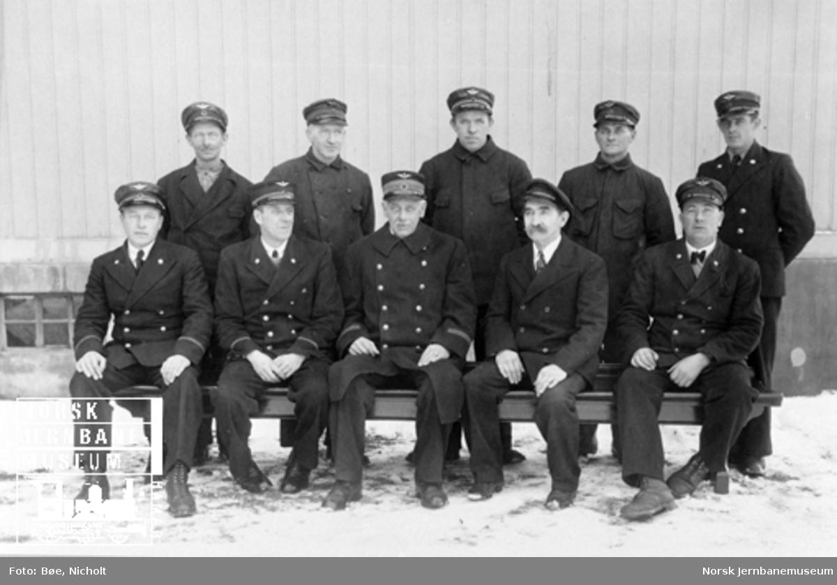 Gruppebildet av ti menn tilknyttet Fetsund stasjon