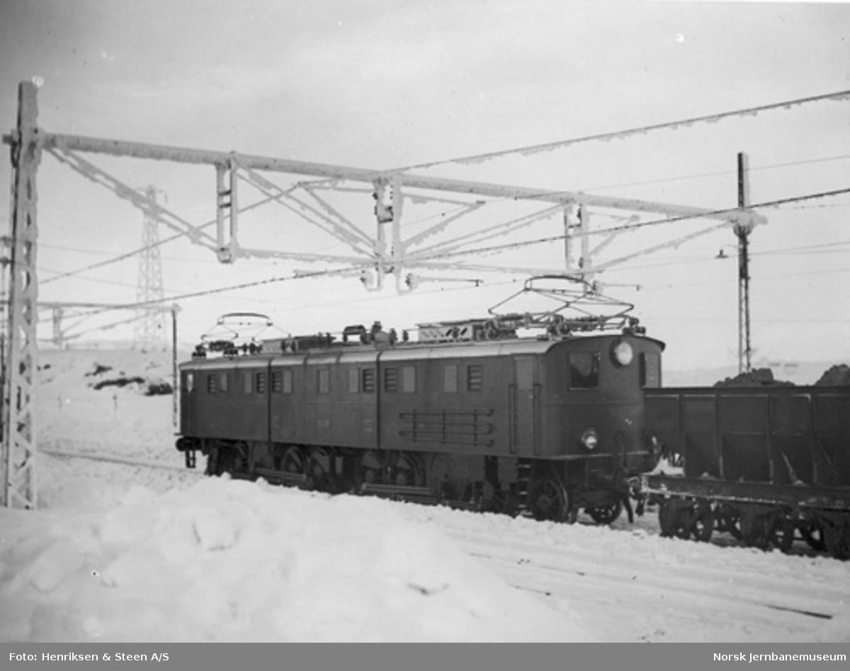Elektrisk lokomotiv El 4 nr. 2033 med malmtog