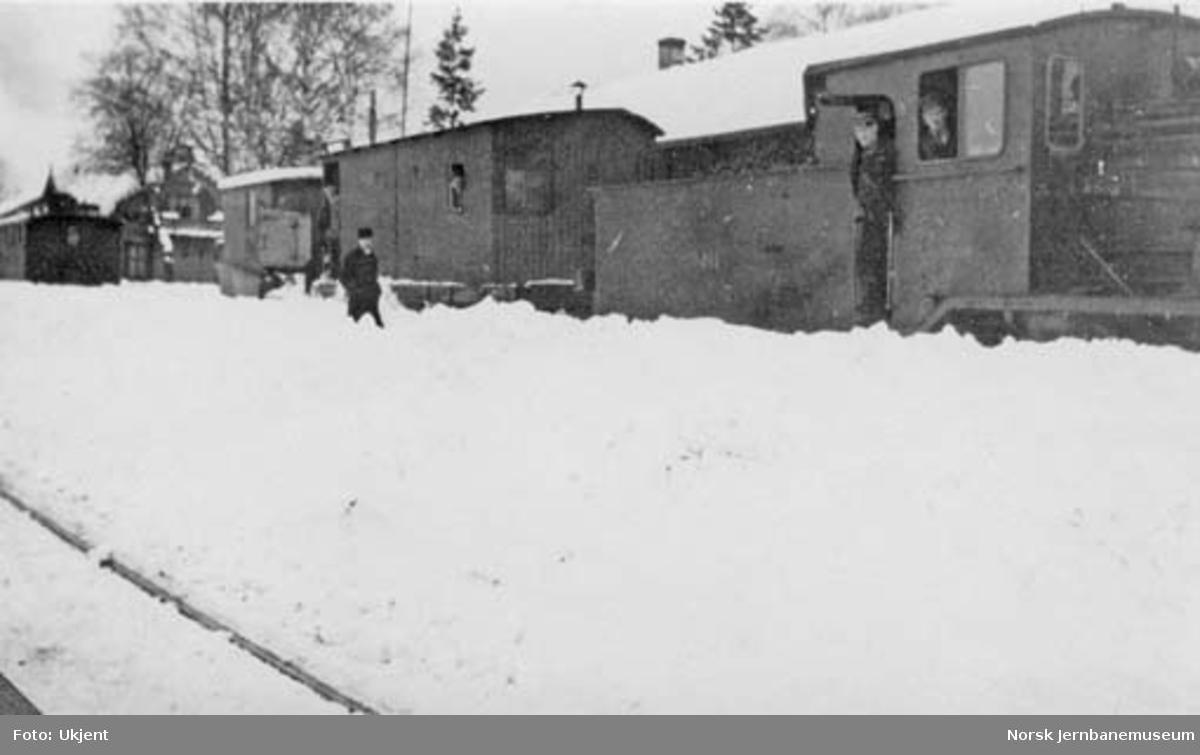 Snøryddig på Vikersund stasjon