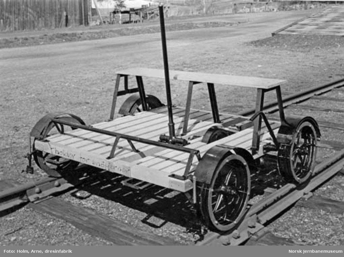 Firehjuls håndtralle, leveransefoto fra A/S Arne Holm dresinfabrik, Levanger