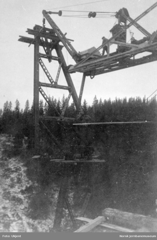 Røttesdal viadukt : montering av 2. pillar
