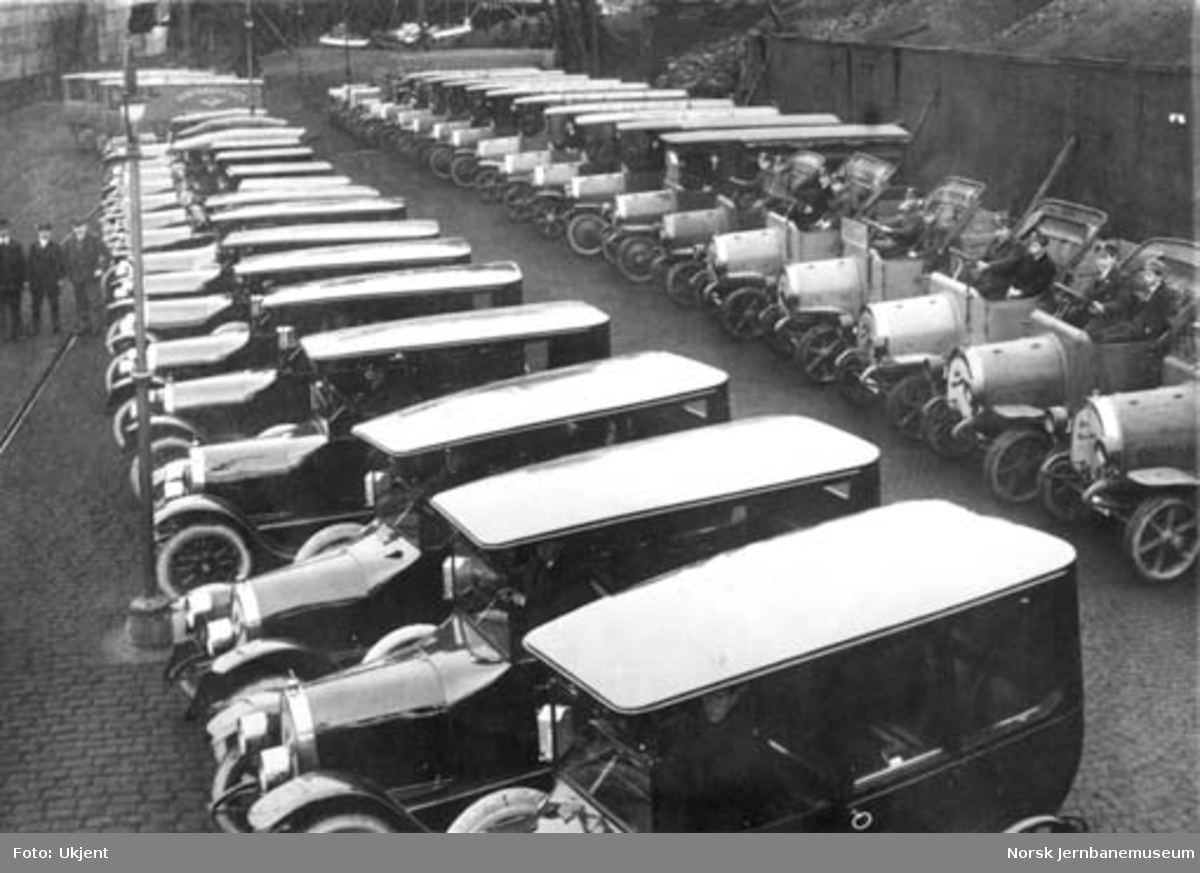 En større leveranse av biler, heri godsbiler til NSB Oslo
