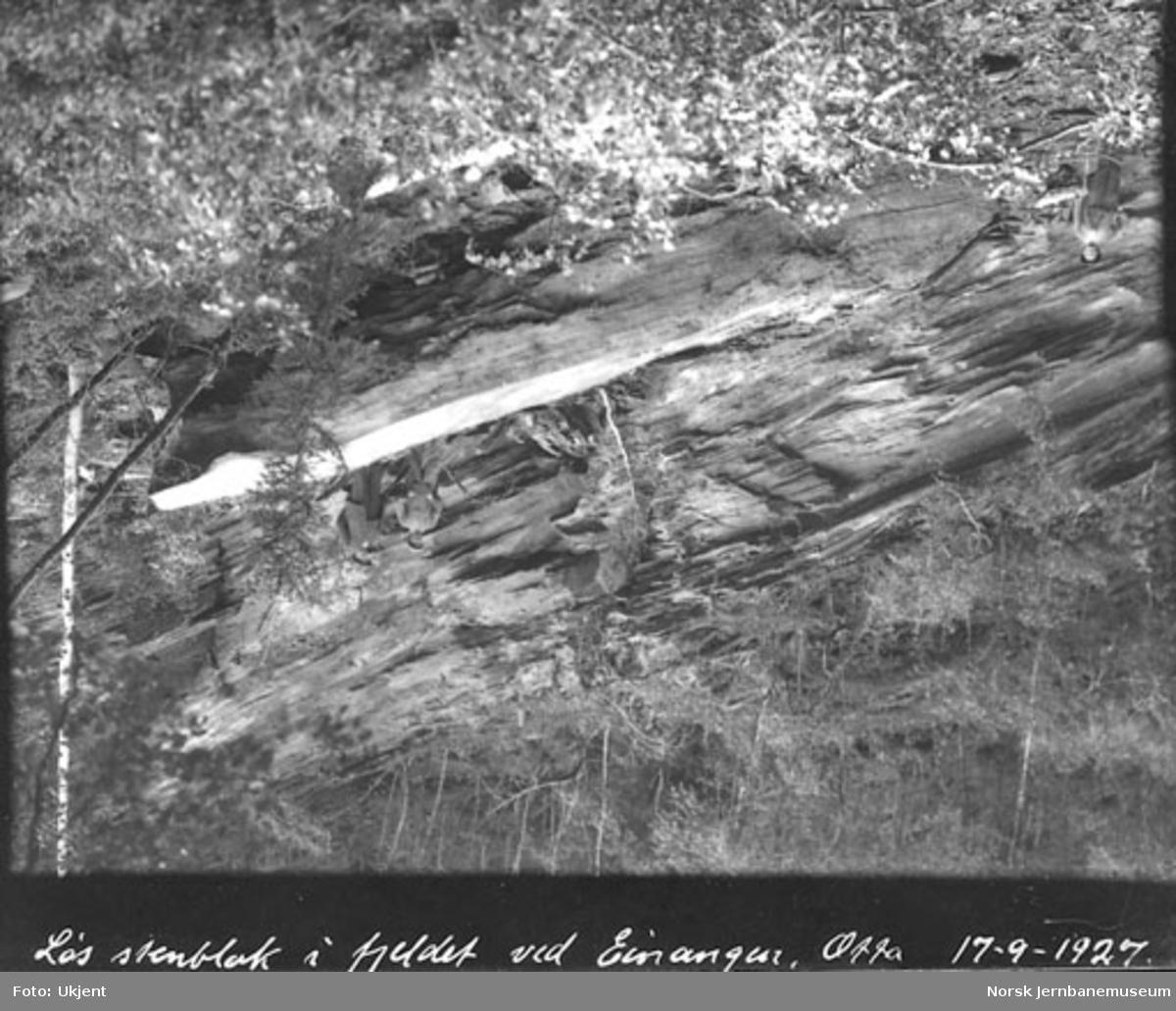 Steinblokk i fjellet ved Einangen