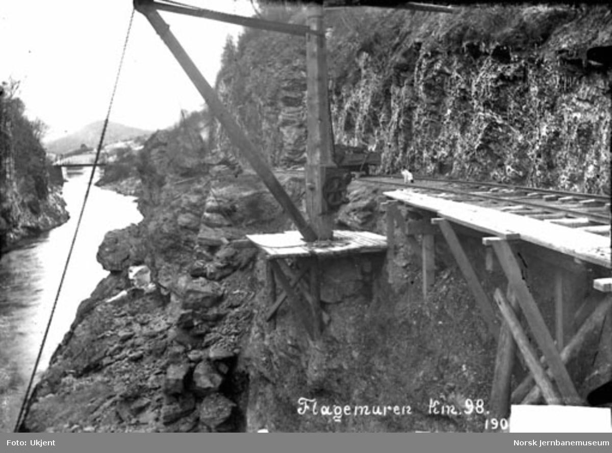 Flagemuren ved km 98 ved Vossebanens ombygging