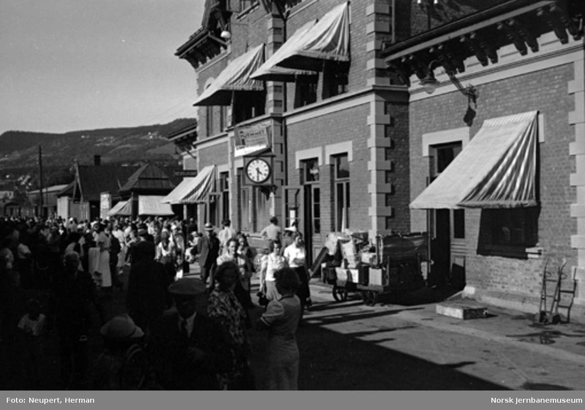 Reisende på Lillehammer stasjon