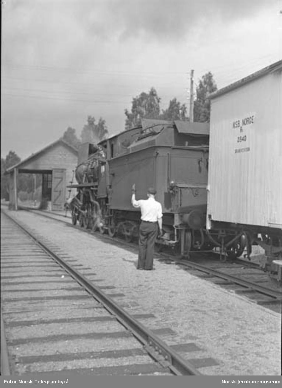 """Maskinen og """"beitet"""" - en tur med godstog 5283 Hamar-Lillehammer - kl.07.35 godstogkjøring betyr ofte mye skifting underveis."""