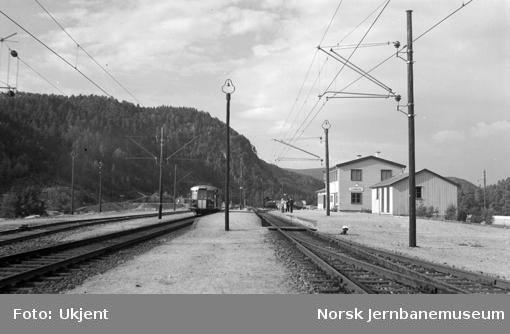 Audnedal stasjon med motorvogn type 7 i spor 2