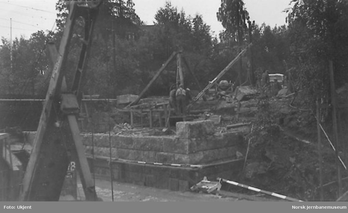 Muring av søndre brukar på Hvalstad undergang