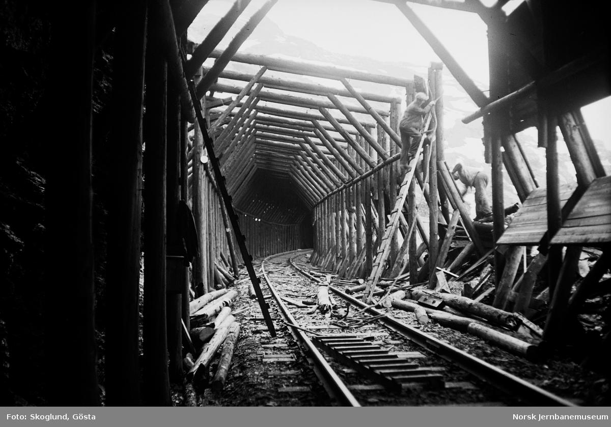 Reparasjon av snøoverbygg på Bergensbanen